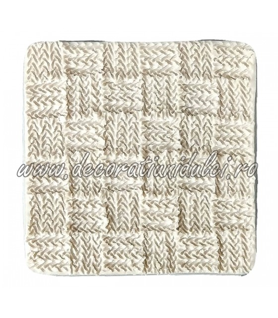 Mold pattern woven squares