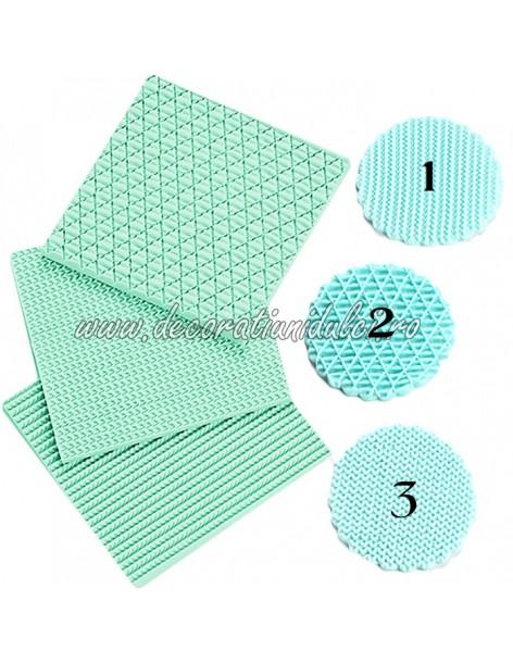 Moldings weave patterns