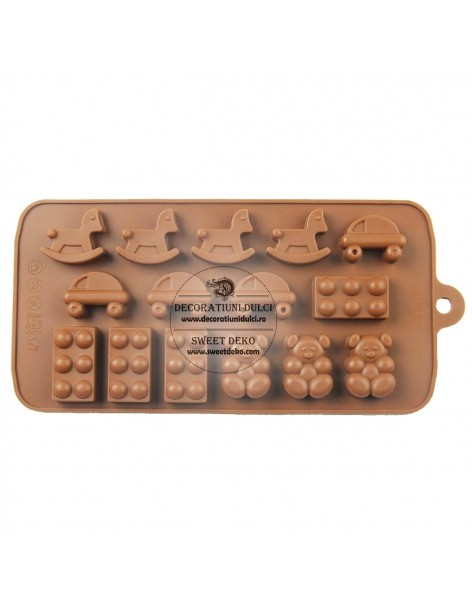 Candy mold forms boys